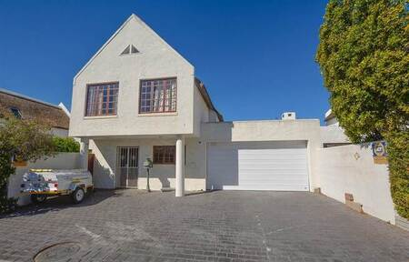 3 Bed House in West Beach