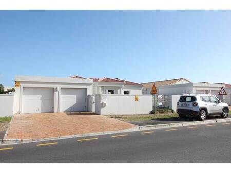3 Bed House in Sunningdale