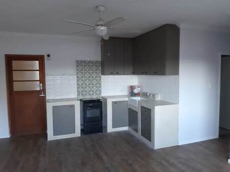 2 Bed Flat in Strand North