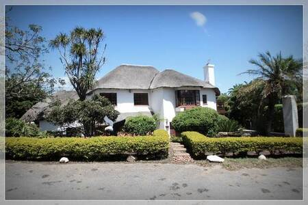4 Bed House in Cove Rock