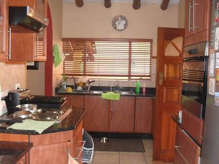 4 Bed House in Mnandi AH