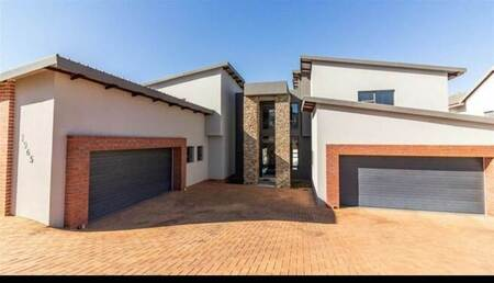 6 Bed House in Eye of Africa