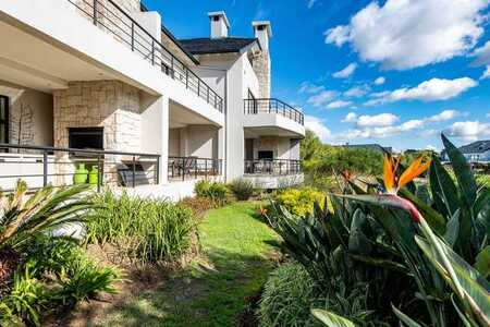 Own a piece of paradise in Pearl Valley, Val de Vie Estate