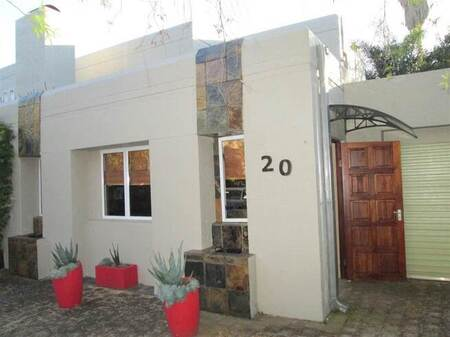 Bachelor apartment in Silver Lakes Golf Estate