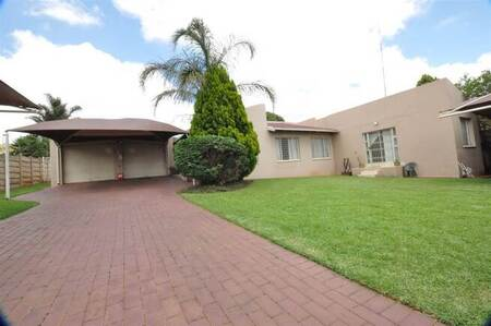 4 Bed House in Rangeview
