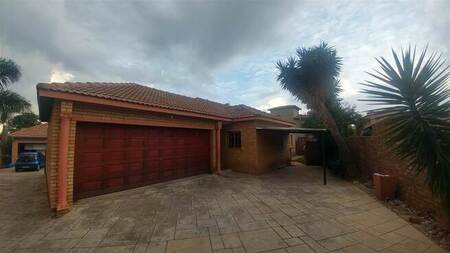 3 Bed House in Amberfield