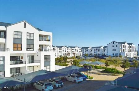 2 Bed Apartment in Parklands North