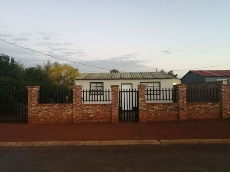 2 Bedroom House For Sale in Promosa