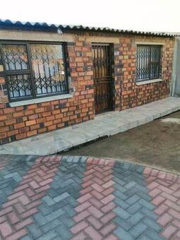 2 Bed House in Mofolo North