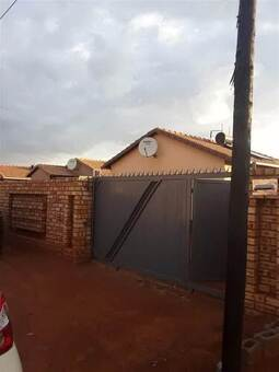 2 Bed House in Protea Glen