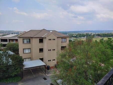 2 Bed Apartment in Bloubosrand