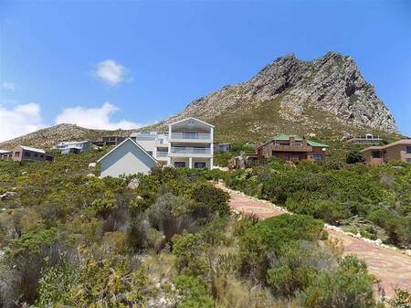 6 Bed House in Rooi Els
