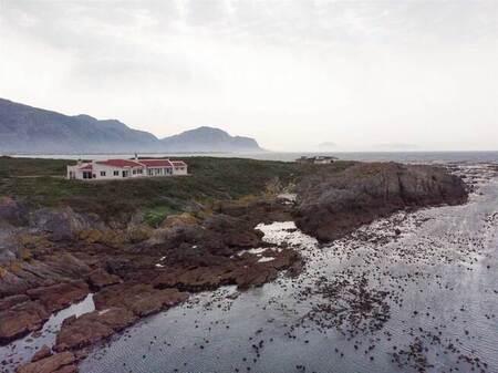6 Bed House in Pringle Bay