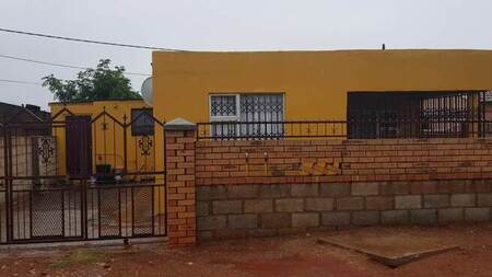 3 Bed House in Soweto On Sea