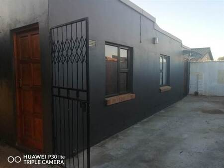 12 Bed House in Zwide