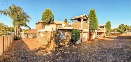 2 Bed Townhouse in Rietfontein