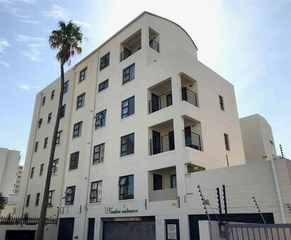 Bachelor apartment in Strand South