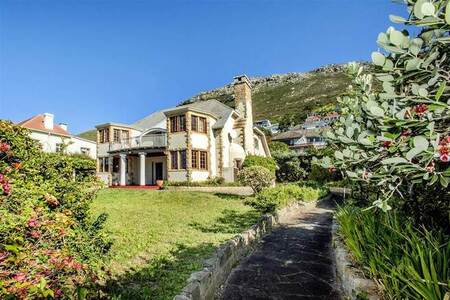 5 Bed House in St James