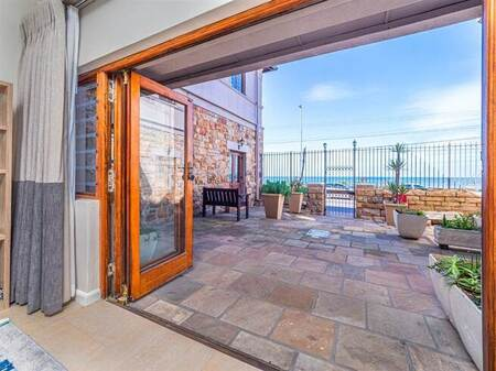 2 Bed Apartment in Kalk Bay