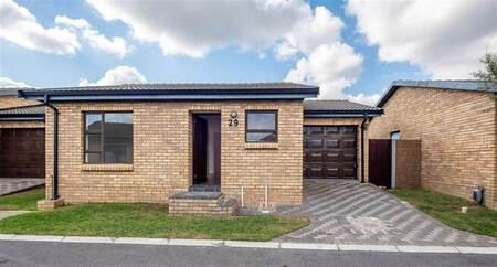 2 Bed House in Fairview Golf Estate