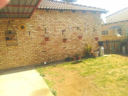 2 Bed Townhouse in Robin Park