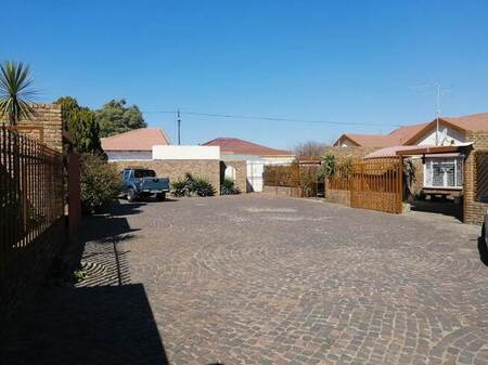 2 Bed Townhouse in Randfontein Central