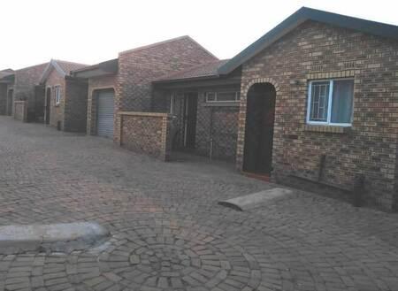2 Bed Townhouse in Randpoort