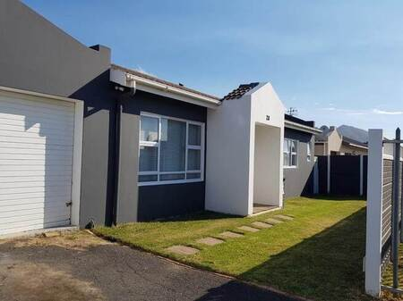 4 Bed House in Admirals Park