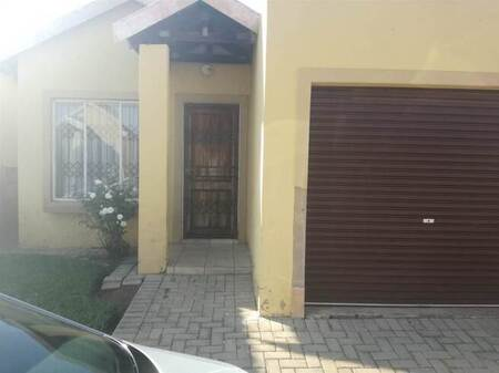 2 Bed Townhouse in Mohlakeng