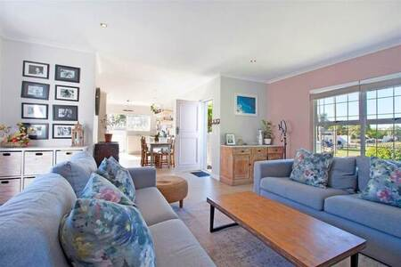 3 Bed House in Lakeside