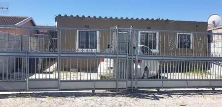Bachelor apartment in Khayelitsha