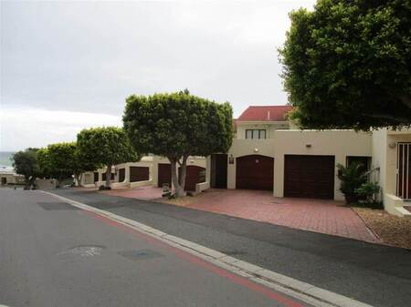 3 Bed Townhouse in Gordons Bay Central