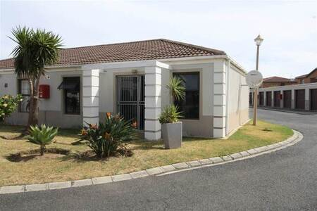 2 Bed Townhouse in Gordons Bay Central