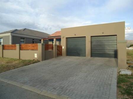 3 Bed House in Fairview Golf Estate