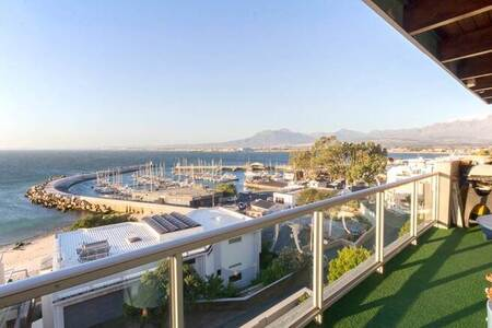 6 Bed House in Gordons Bay Central