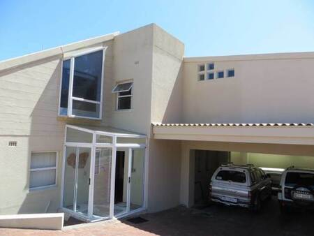 5 Bed House in Mountainside
