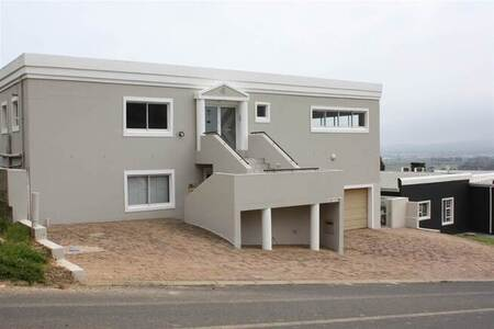 8 Bed House in Mountainside