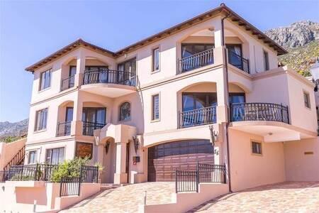 10 Bed House in Mountainside