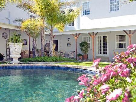 10 Bed House in Lakeside