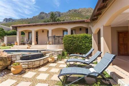 10 Bed House in Gordons Bay Central