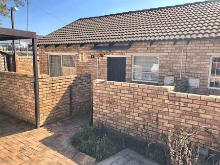2 Bed Townhouse in Wilgeheuwel