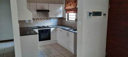 2 Bed Townhouse in Pomona