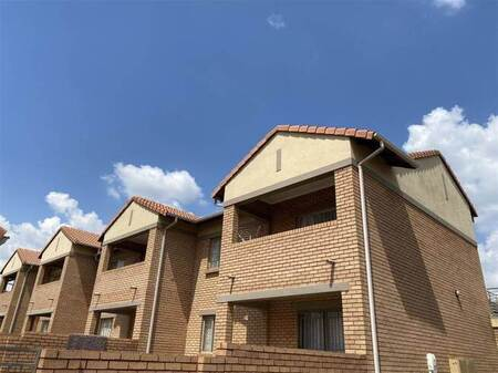 2 Bed Apartment in Mooikloof Ridge