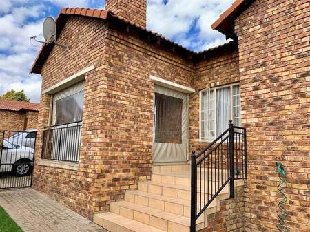 3 Bed Townhouse in Amberfield Manor