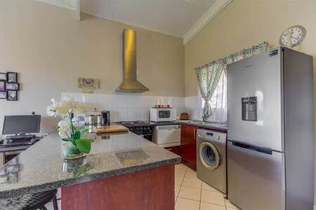 2 Bed Apartment in Somerset West Central
