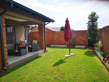3 Bed Apartment in Mooikloof Ridge