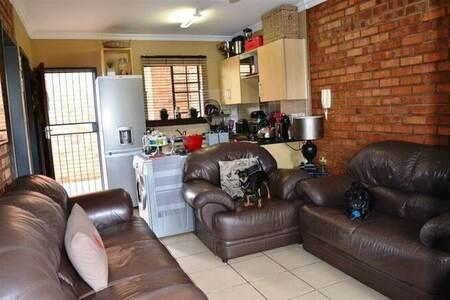 1 Bed Townhouse in Rietfontein