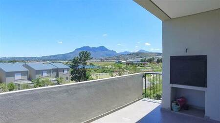 2 Bed Apartment in Somerset Lakes