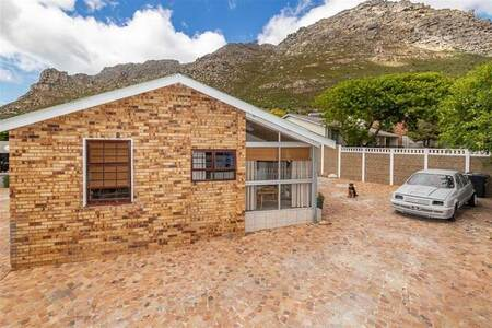 4 Bed House in Lakeside