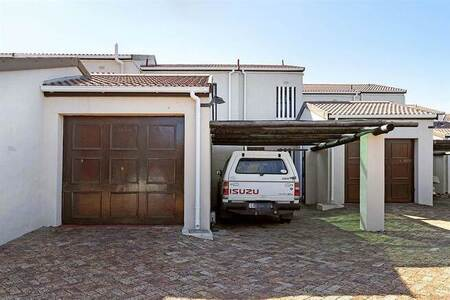 3 Bed Townhouse in Lakeside